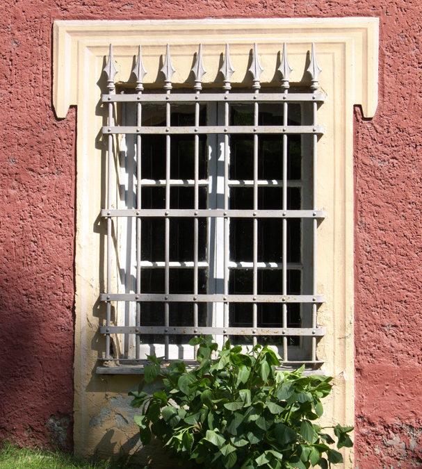 Proteggere finestre e porte finestre con inferriate, grate e cancelli blindati