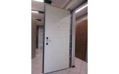 Guida alla scelta di pannelli e rivestimenti per porte blindate