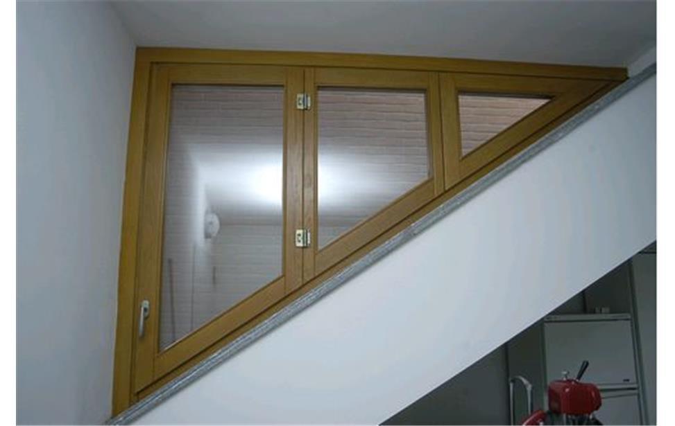 Portefinestre e finestre in legno lamellare: eleganza e durata